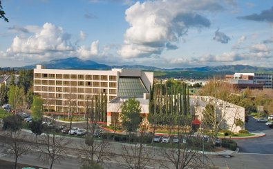 Crowne Plaza Hotel In Pleasanton California Is Sold Colliers International Hotels Acts As Advisor To The Er September 2006