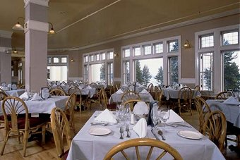 Beau Lake Hotel Dining Room .