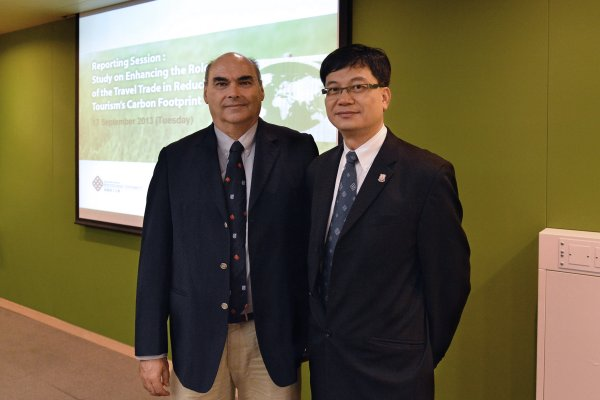 In their study, Dr Barry Mak, Project Leader and Assistant Professor of PolyU SHTM (right), and Professor Bob McKercher, Project Member and Professor of PolyU SHTM, have developed an educational toolkit for travel trade staff which aims to enhance their knowledge of climate change, so as to promote low carbon tourism to travellers.